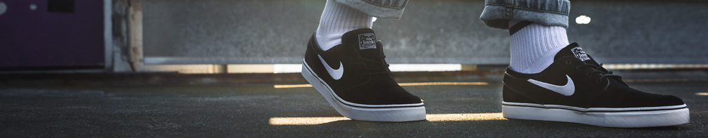 Low-top Sneaker