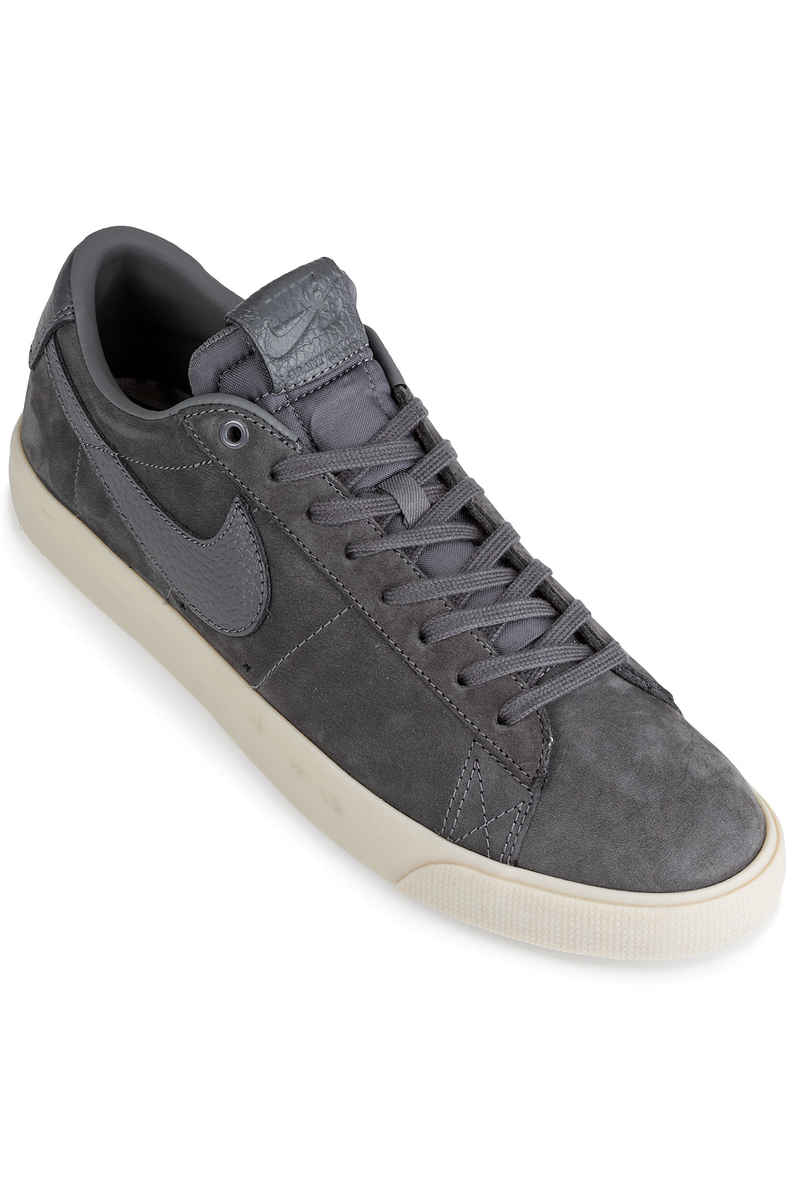 Nike SB x Anti Hero Blazer Low Grant Taylor QS Schuh (dark grey)