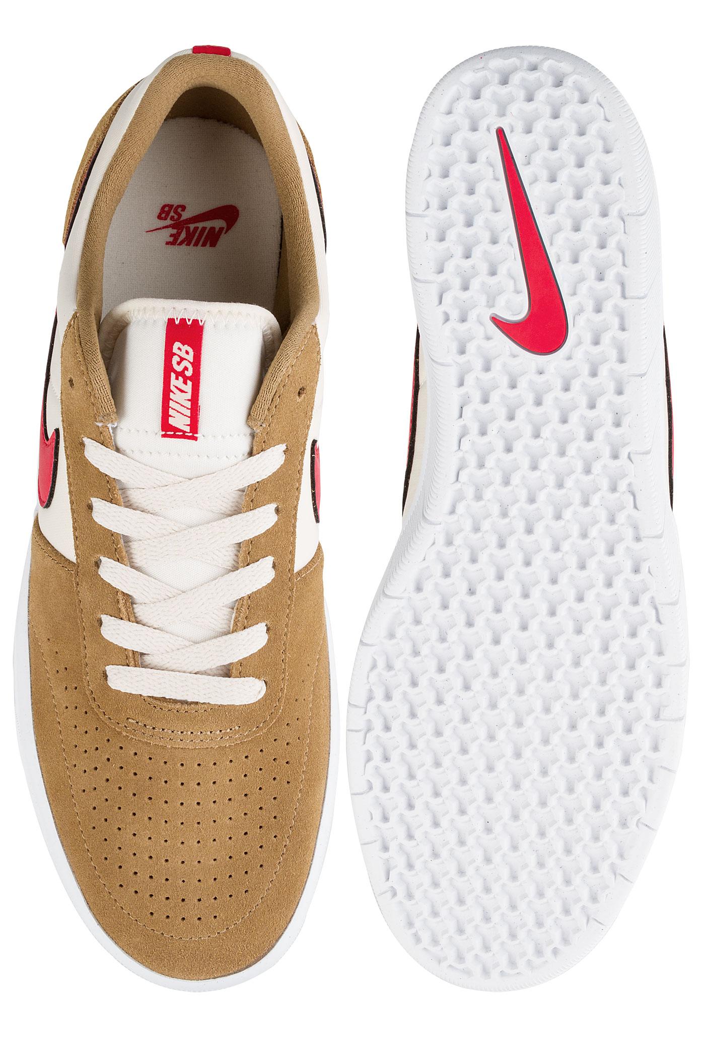 Nike Classic Chaussuregolden Beige University Red Sb Team v0NwOm8n