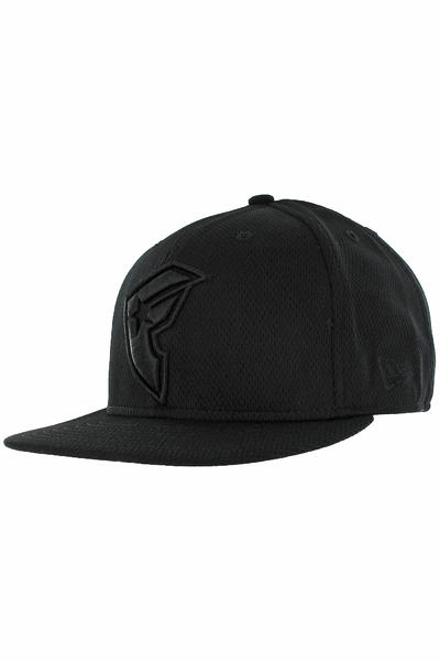 Famous Boh Camp Fitted Cap (black black)